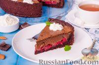 Фото приготовления рецепта: Шоколадный пирог с вишней - шаг №17