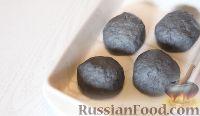 Фото приготовления рецепта: Черные булочки - шаг №4
