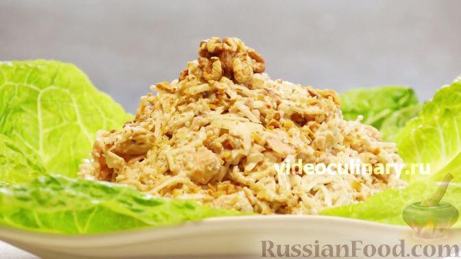 """Фото приготовления рецепта: Рыбный салат """"Лакомка"""" - шаг №9"""