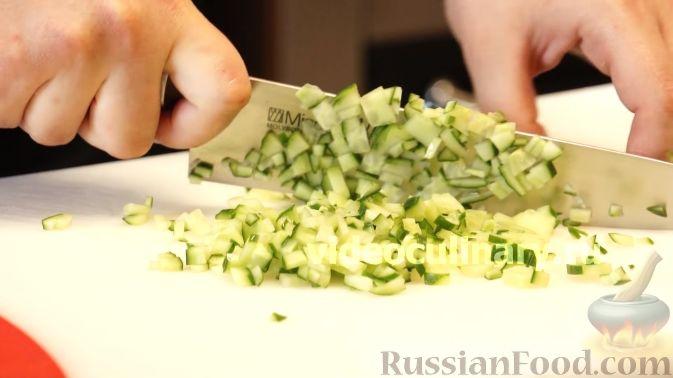 Фото приготовления рецепта: Диетический салат из киноа - шаг №3