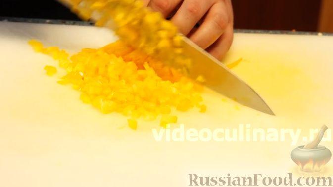 Фото приготовления рецепта: Диетический салат из киноа - шаг №6