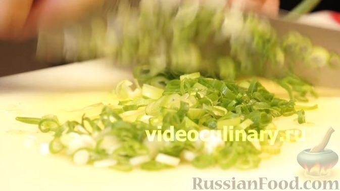 Фото приготовления рецепта: Диетический салат из киноа - шаг №8