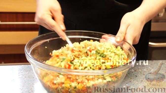 Фото приготовления рецепта: Диетический салат из киноа - шаг №12