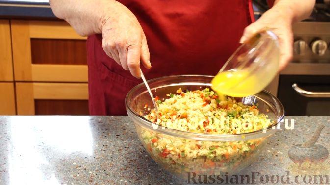 Фото приготовления рецепта: Диетический салат из киноа - шаг №14