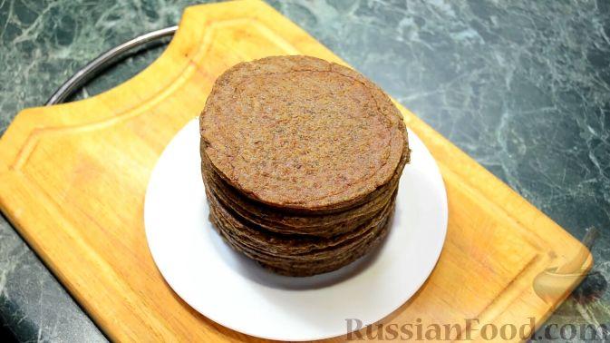 Фото приготовления рецепта: Щи из квашеной капусты с беконом, грибами и томатной пастой - шаг №11