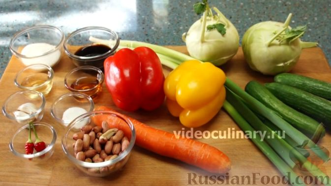 """Фото приготовления рецепта: Салат """"Жираф"""" с кольраби - шаг №1"""