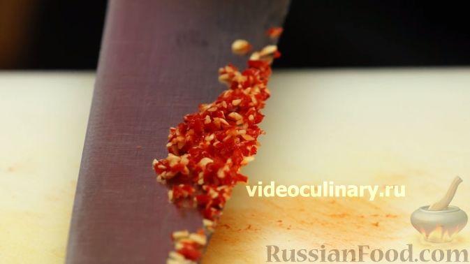 """Фото приготовления рецепта: Салат """"Жираф"""" с кольраби - шаг №9"""