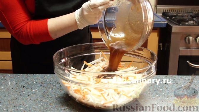"""Фото приготовления рецепта: Салат """"Жираф"""" с кольраби - шаг №11"""