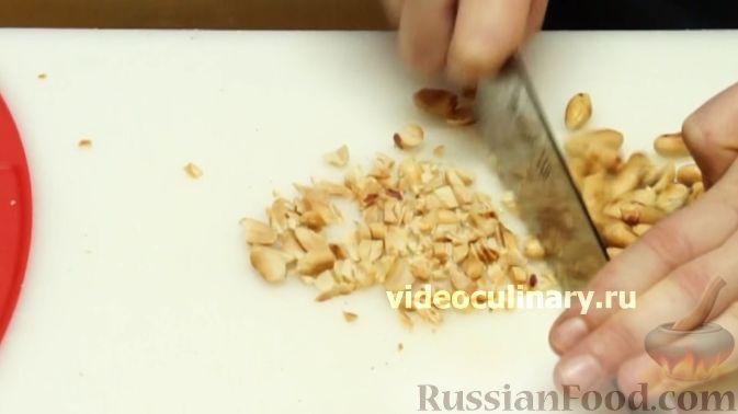 """Фото приготовления рецепта: Салат """"Жираф"""" с кольраби - шаг №13"""