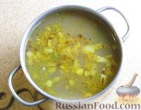 Фото приготовления рецепта: Суп с лапшой и машем - шаг №9