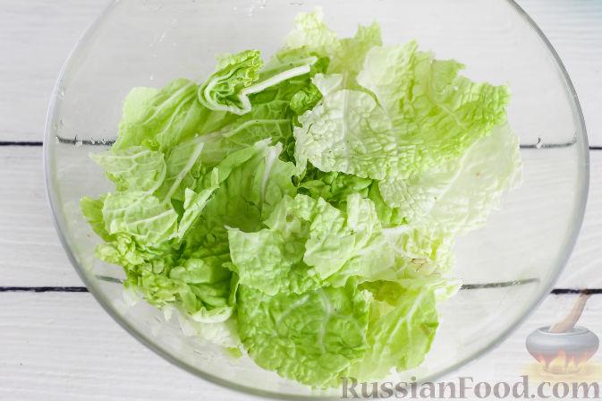 Фото приготовления рецепта: Салат с курицей и апельсинами - шаг №4