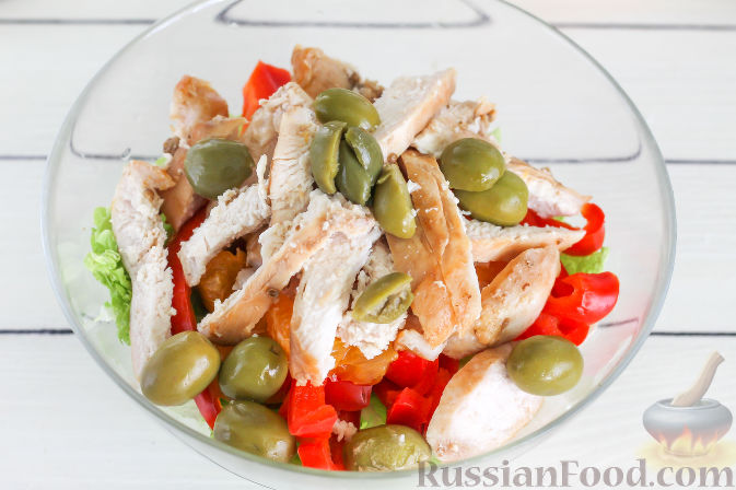 Фото приготовления рецепта: Салат с курицей и апельсинами - шаг №9