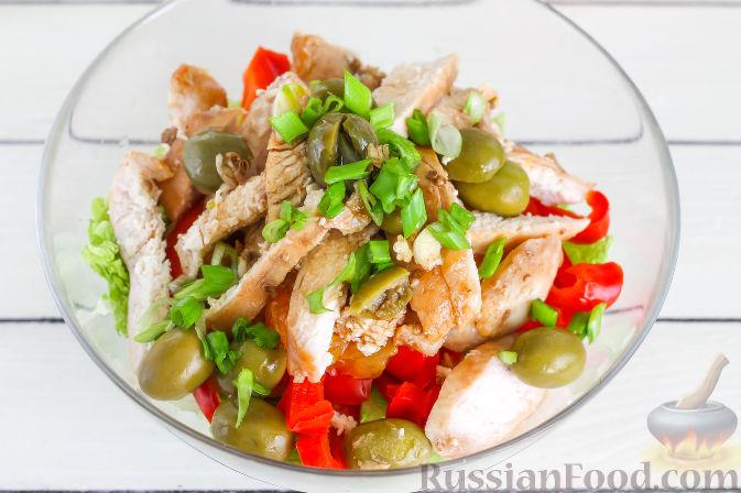 Фото приготовления рецепта: Салат с курицей и апельсинами - шаг №11