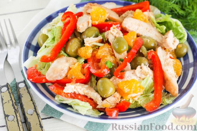 Фото приготовления рецепта: Салат с курицей и апельсинами - шаг №12