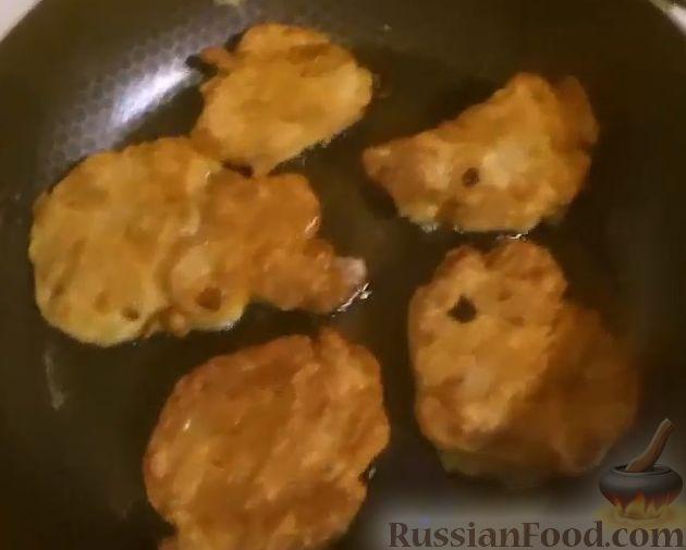 Фото приготовления рецепта: Салат с печенью, сладким перцем, помидорами и орехами - шаг №6