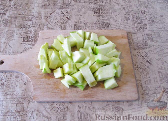 Фото приготовления рецепта: Смузи из слив, банана и яблока - шаг №4