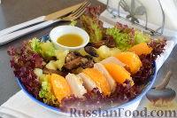 Фото к рецепту: Салат с курицей и апельсином