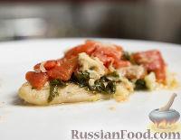Фото к рецепту: Тилапия с помидорами и базиликом (в духовке)