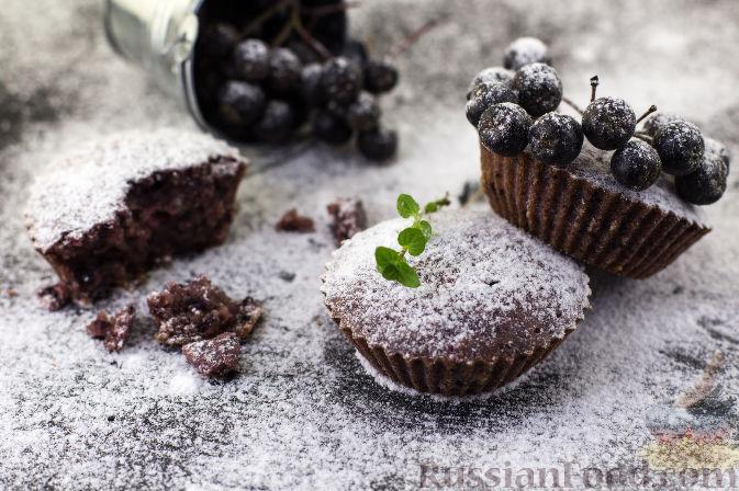Фото к рецепту: Маффины с черноплодной рябиной