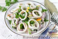 Фото к рецепту: Салат из кальмаров и красного лука
