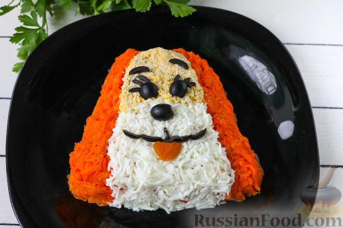 """Фото приготовления рецепта: Слоеный салат """"Собачка"""" с курицей - шаг №7"""