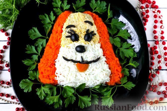 """Фото приготовления рецепта: Слоеный салат """"Собачка"""" с курицей - шаг №8"""