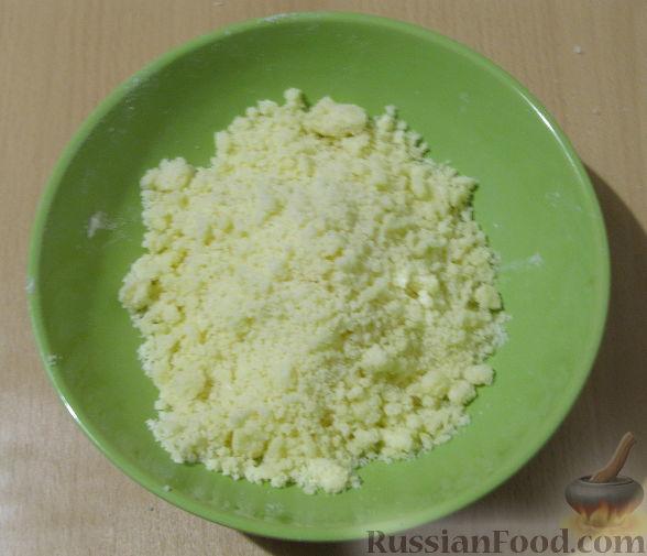 Фото приготовления рецепта: Маффины с изюмом, клюквой и миндальной крошкой - шаг №5