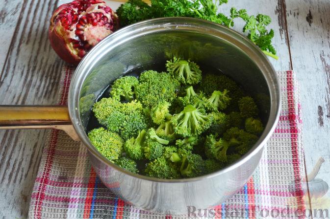 Фото приготовления рецепта: Слоеный салат «Новогодние свечи» с ветчиной - шаг №11
