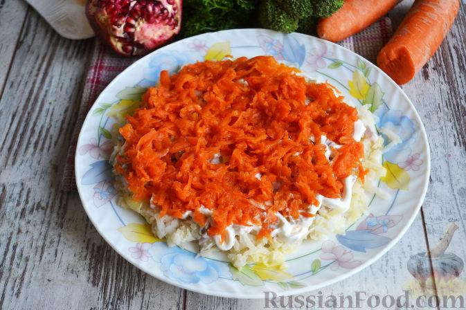 Фото приготовления рецепта: Слоеный салат «Новогодние свечи» с ветчиной - шаг №16