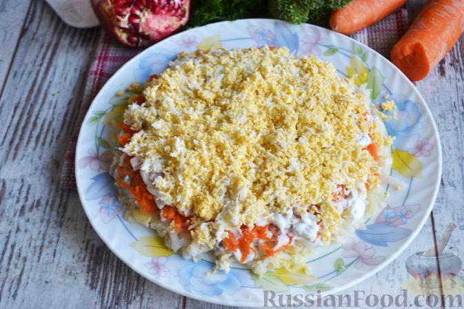 Фото приготовления рецепта: Слоеный салат «Новогодние свечи» с ветчиной - шаг №18