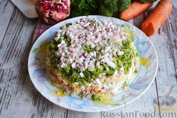 Фото приготовления рецепта: Слоеный салат «Новогодние свечи» с ветчиной - шаг №21