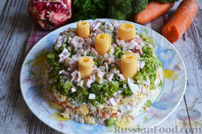 Фото приготовления рецепта: Слоеный салат «Новогодние свечи» с ветчиной - шаг №23