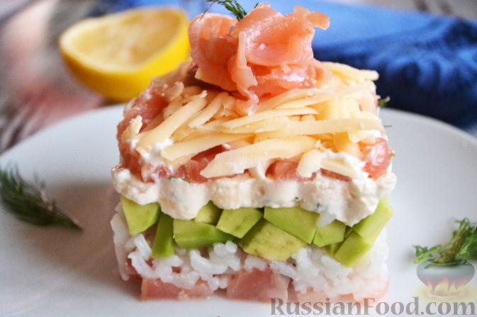 Фото к рецепту: Салат с семгой и авокадо