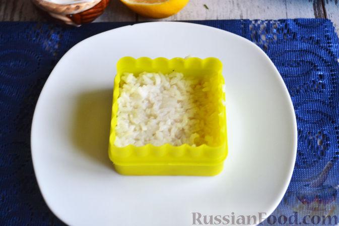 Фото приготовления рецепта: Салат с семгой и авокадо - шаг №12