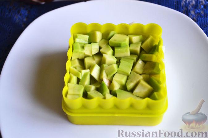 Фото приготовления рецепта: Салат с семгой и авокадо - шаг №13