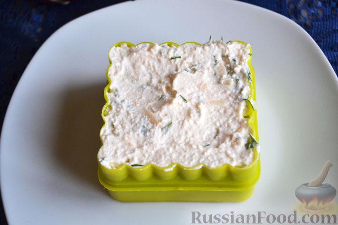 Фото приготовления рецепта: Салат с семгой и авокадо - шаг №14