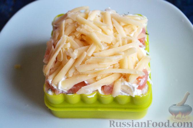 Фото приготовления рецепта: Салат с семгой и авокадо - шаг №16