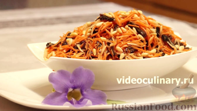 Фото к рецепту: Салат из моркови с яблоками и черносливом
