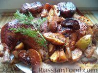 Фото к рецепту: Пряная курица, запеченная с айвой