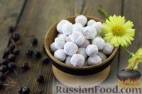 Фото к рецепту: Черноплодная рябина в сахарной пудре