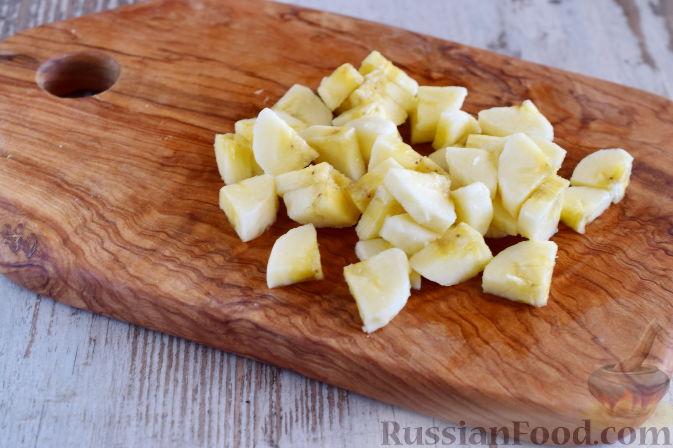 Фото приготовления рецепта: Салат с  курицей и фруктами - шаг №5