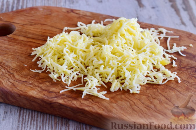 Фото приготовления рецепта: Салат с  курицей и фруктами - шаг №7
