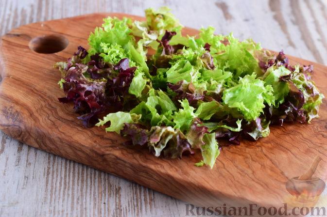 Фото приготовления рецепта: Салат с  курицей и фруктами - шаг №9