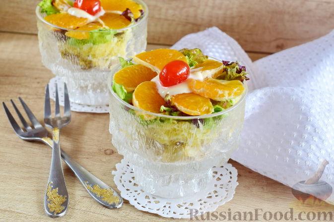 Фото приготовления рецепта: Салат с  курицей и фруктами - шаг №13