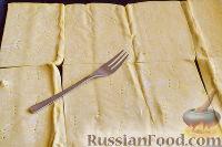 """Фото приготовления рецепта: Закусочный """"Наполеон"""" с сыром, ветчиной и ананасом - шаг №2"""