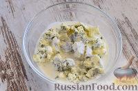 """Фото приготовления рецепта: Закусочный """"Наполеон"""" с сыром, ветчиной и ананасом - шаг №5"""