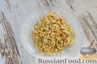"""Фото приготовления рецепта: Закусочный """"Наполеон"""" с сыром, ветчиной и ананасом - шаг №8"""