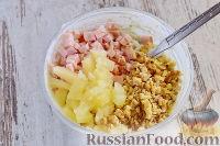 """Фото приготовления рецепта: Закусочный """"Наполеон"""" с сыром, ветчиной и ананасом - шаг №10"""