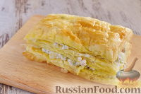 """Фото приготовления рецепта: Закусочный """"Наполеон"""" с сыром, ветчиной и ананасом - шаг №13"""
