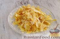 """Фото приготовления рецепта: Закусочный """"Наполеон"""" с сыром, ветчиной и ананасом - шаг №14"""